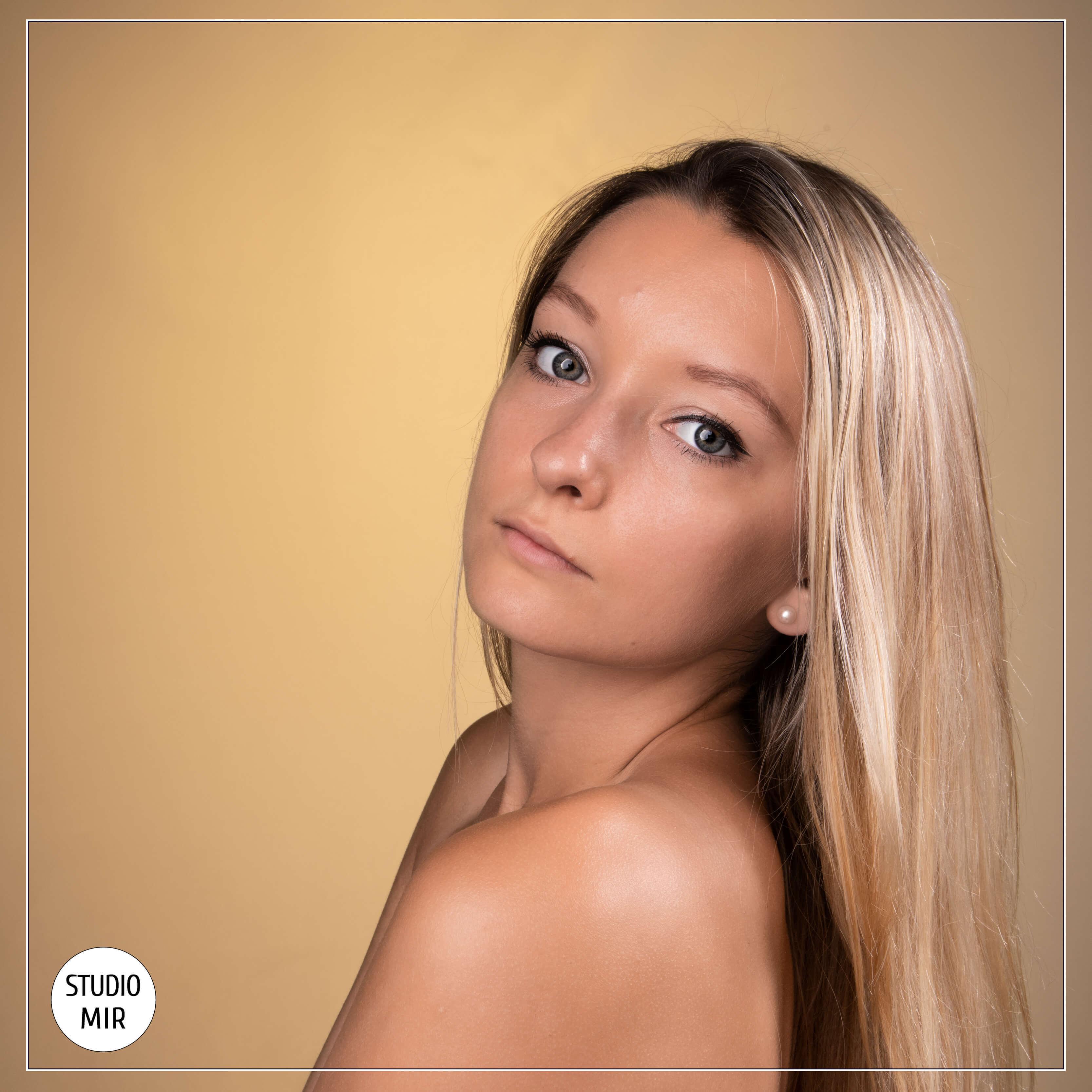 19-09-portrait-studiomir-gold-1
