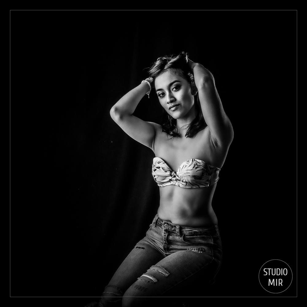 Photographe professionnel : shooting Boudoir Noir et Blanc à Saint Maur des Fossés