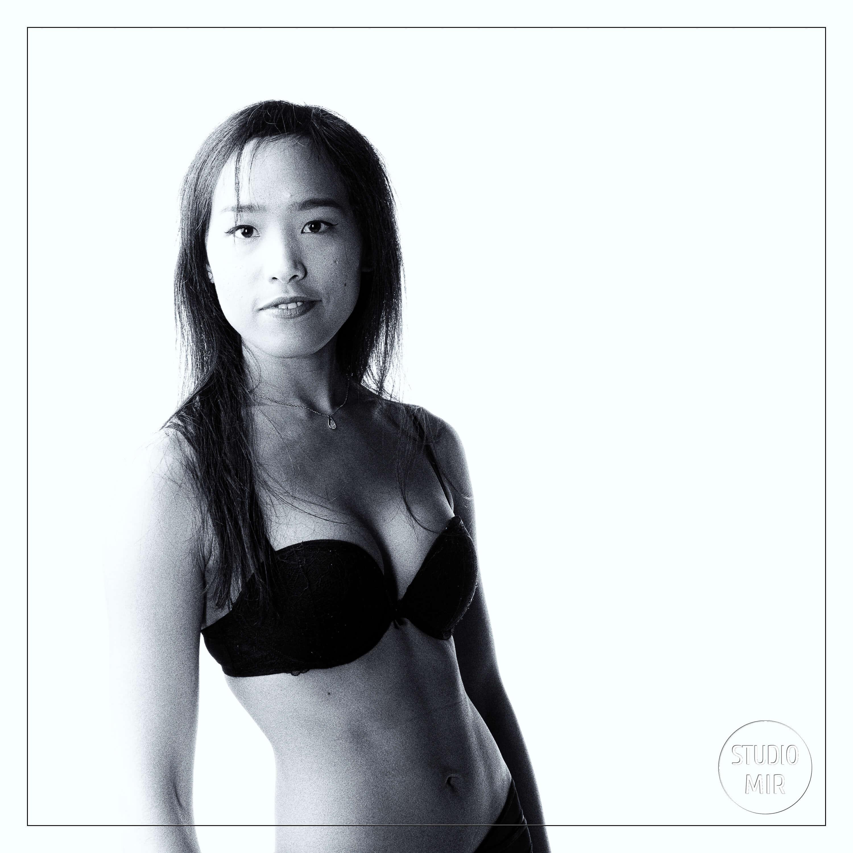 Photographe Boudoir : Shooting en lingerie en studio photo dans le Val de marne