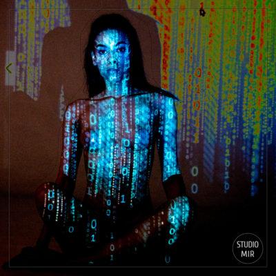 Séance photo Boudoir : projection de lumière sur modèle en studio dans le Val de Marne
