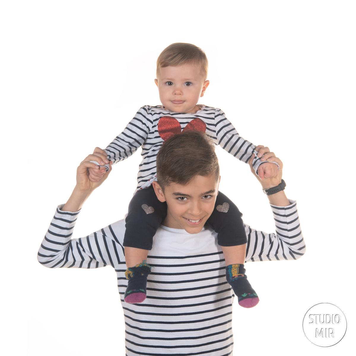Séance photo en famille en studio photo professionnel à Saint-Maur-des-Fossés