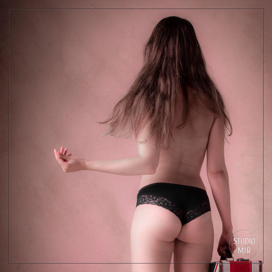 Photographe boudoir rose en Ile de France