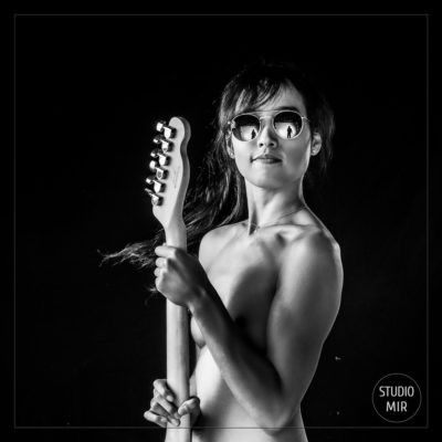 Idée cadeau originale : Shooting photo Boudoir Rock and Roll en noir et blanc dans le Val de Marne