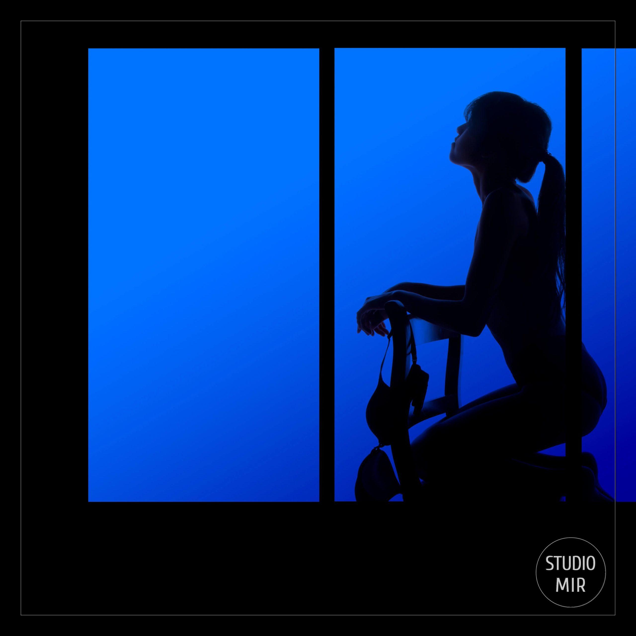 photographe Boudoir : Photos en contre-jour avec une touche de Couleur près de l'Essonne