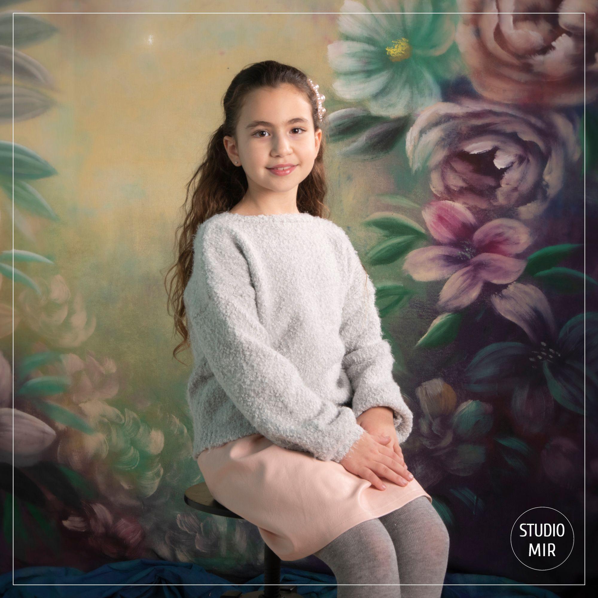 Photographe en studio en Ile de France : Séance photo en Famille avec des fleurs