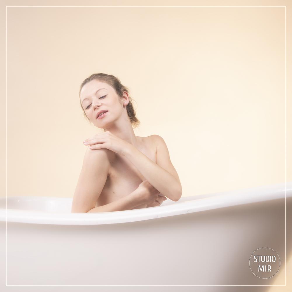 Photographe Boudoir dans une baignoire dans le Val de Marne